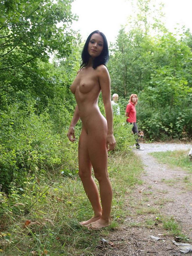Muy muy joven desnudo