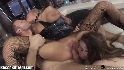 Trío con colegiala  sexo anal brutal-Xnalgas.com miniatura